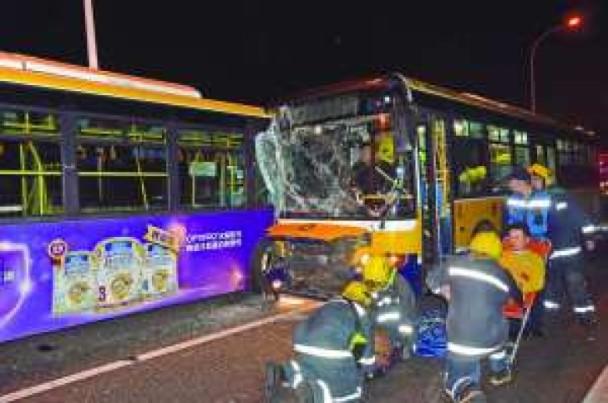 澳門消息:巴士對撼33傷 兩巴上月通過年檢|即時新聞|港澳|on.cc東網