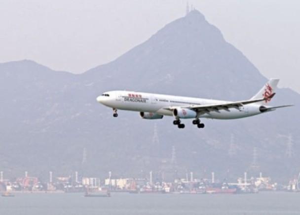 港龍客機起飛前漏油 280乘客受阻逾2句鐘|即時新聞|港澳|on.cc東網