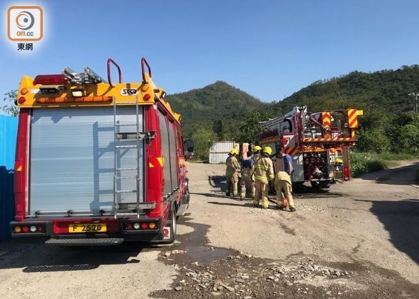 石湖圍新村山草起火 消防撲熄|即時新聞|港澳|on.cc東網