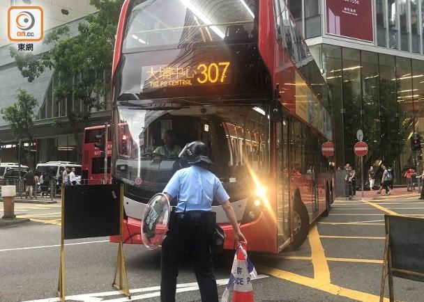 衝擊立法會:多線巴士線改道或停駛 市民放工受影響|即時新聞|港澳|on.cc東網