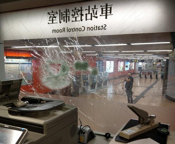修例風波:今日至少12個站受破壞 港鐵嚴厲譴責|即時新聞|港澳|on.cc東網