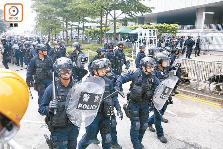 被指豁免警員展示委任證編號 警方稱沒修改《警例》相關章節|即時新聞|港澳|on.cc東網