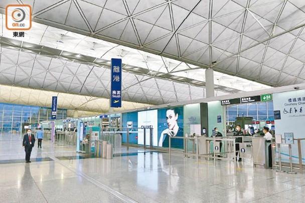 疫情重擊航空業 香港機場8月份客量暴跌逾98%|即時新聞|港澳|on.cc東網