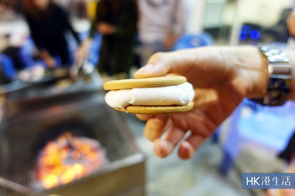 零技巧BBQ自製 熱溶綿花糖朱古力夾餅 | 港生活 - 尋找香港好去處