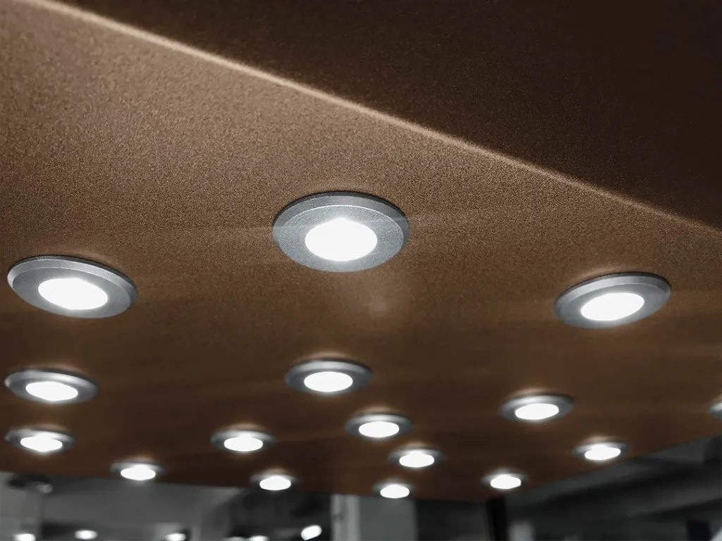 Detail LED Extra Thin Spotlight Turned-on | Besty Display