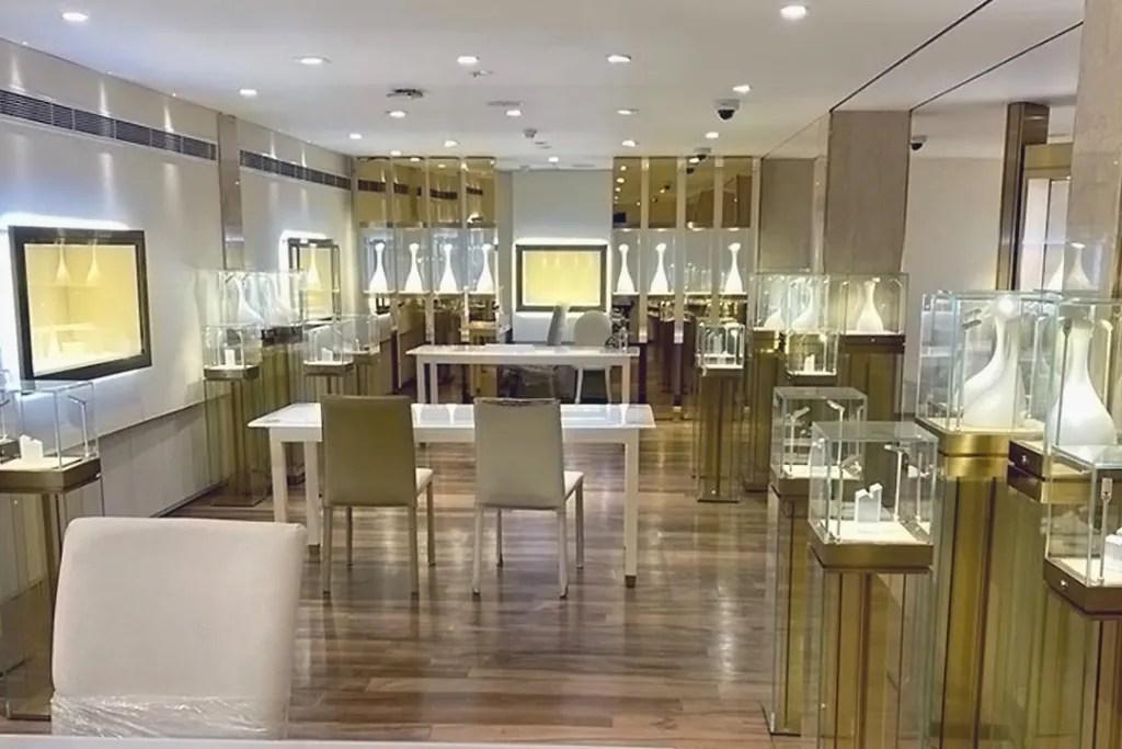 Shop DIsplay Case in Vogue Jewellers | Besty Display