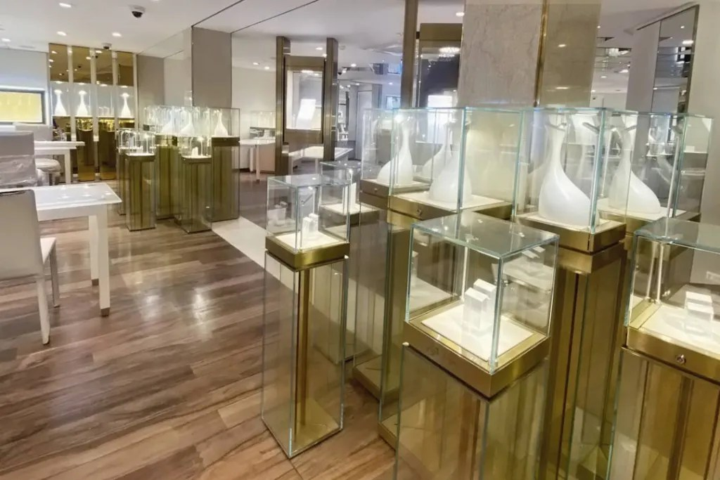 Retail Store Displays for Vogue Jewellers | Besty Display