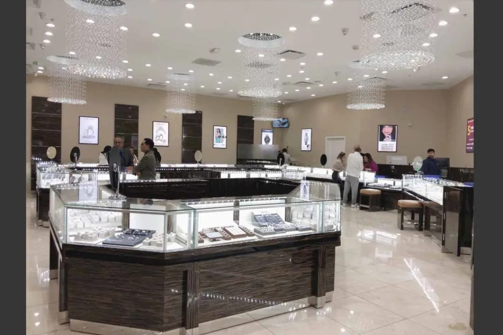 Jewelry Display Cases in Retail Store   Besty Display
