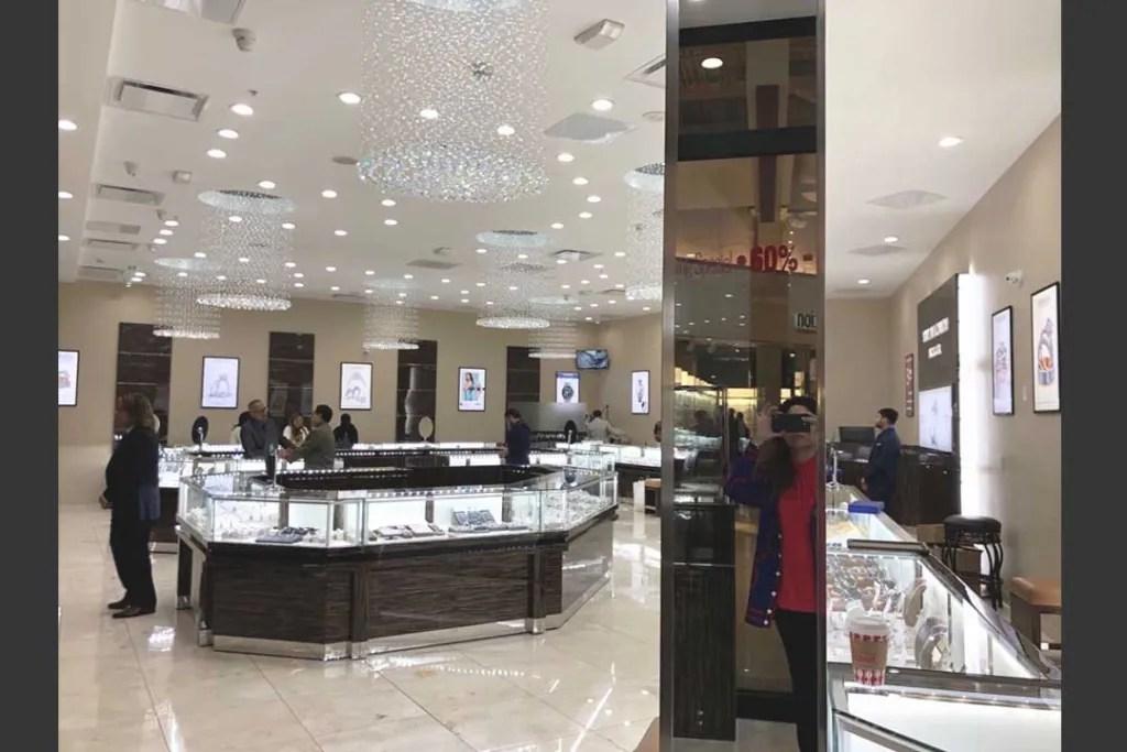 Jewelry Retail Shop with S-084   Besty DIsplay