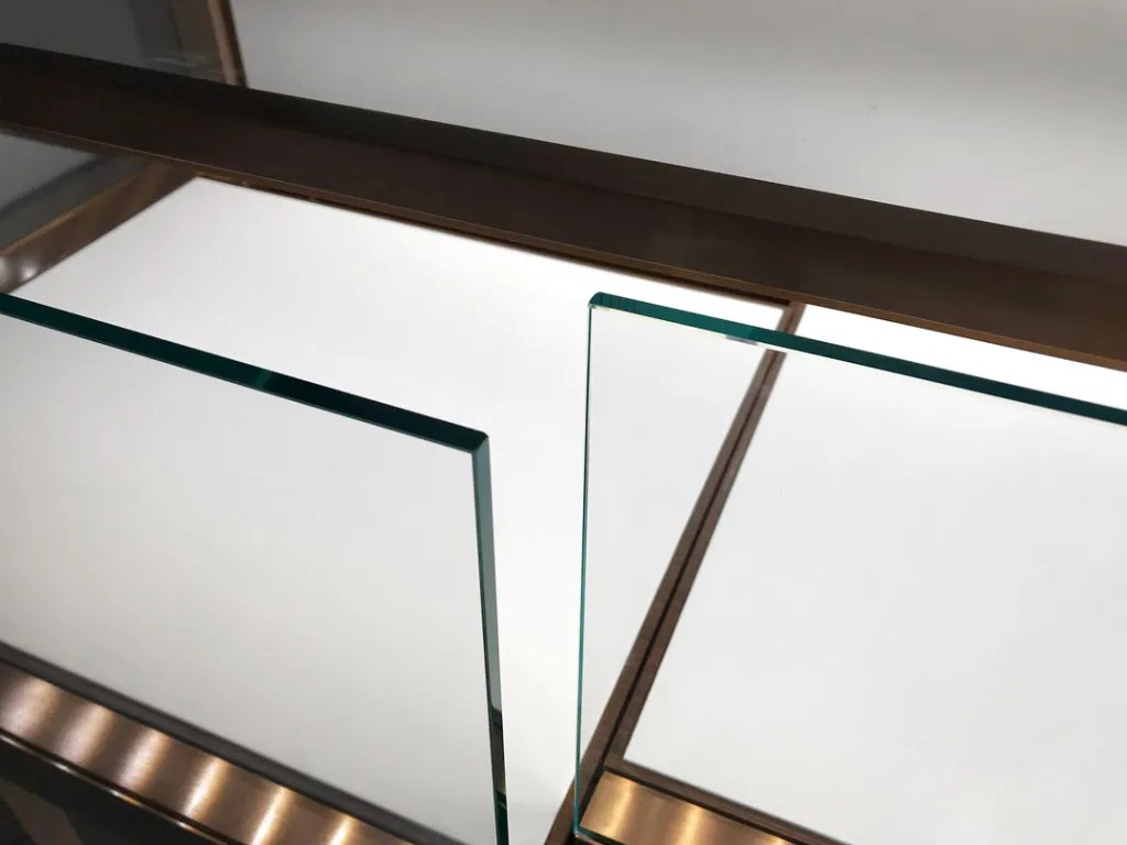 MT-32-FO Glass Detail   Besty Display