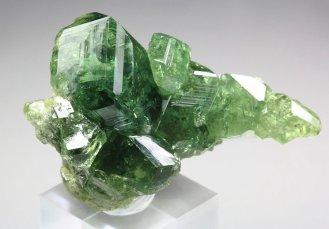 世上最閃耀的綠色寶石 — 翠榴石 – JE Insider