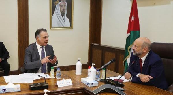 الرزاز يطلع على أوجه صرف المنح المقدمة للأردن