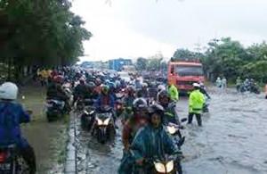 Banjir-Di-Ruas-Jalan-Utama-
