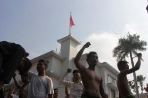merah-putih-berkibar-usai-perobekan-bendera-belanda