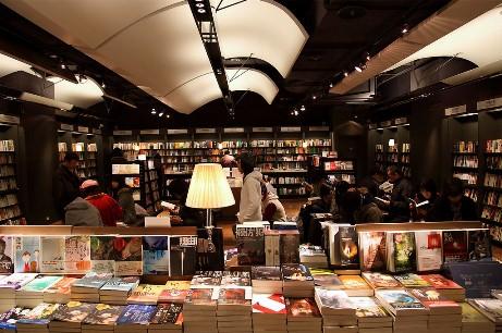 中國評論新聞:誠品進駐香港 實體書店不是免費樣品