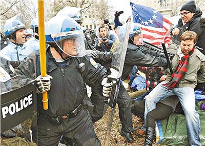 中國評論新聞:對付示威者 美英最暴力