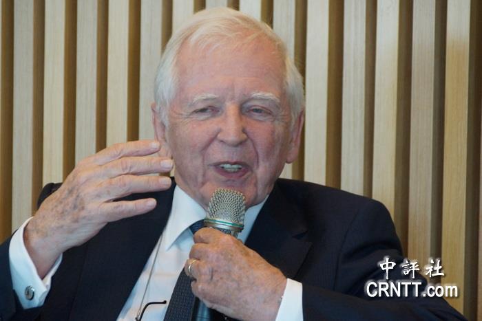 諾貝爾獎得主楚爾豪森 談如何吃牛肉與牛奶
