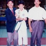 梁伯偉師傅、梁伯祺師傅與得獎學員龍庭輝合照 Sensei Patrick P. W. Leung, Sensei Leung Pak-ki, with their student Mr. Lung Ting-fai