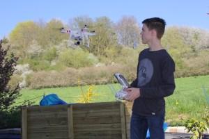 Lukas Wetten nutzt schöne Tage, um seinen Multicopter aufsteigen zu lassen.