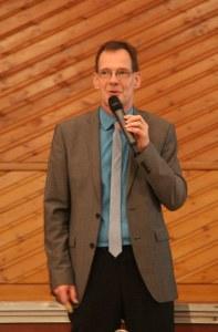 Amtsrichter Michael Meyer appelliert an die Besucher, über ihre Wünsche zur Vorsorge und Patientenverfügung zu reden.