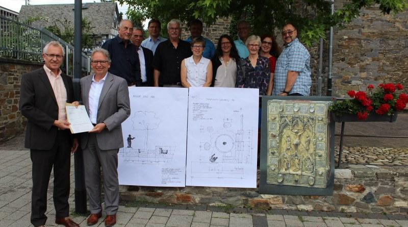 Bürgermeister Horst Kaiser und Erster Kreisbeigeordneter Jörg Sauer (vorne, von links) freuten sich mit den Gästen über die Förderung.