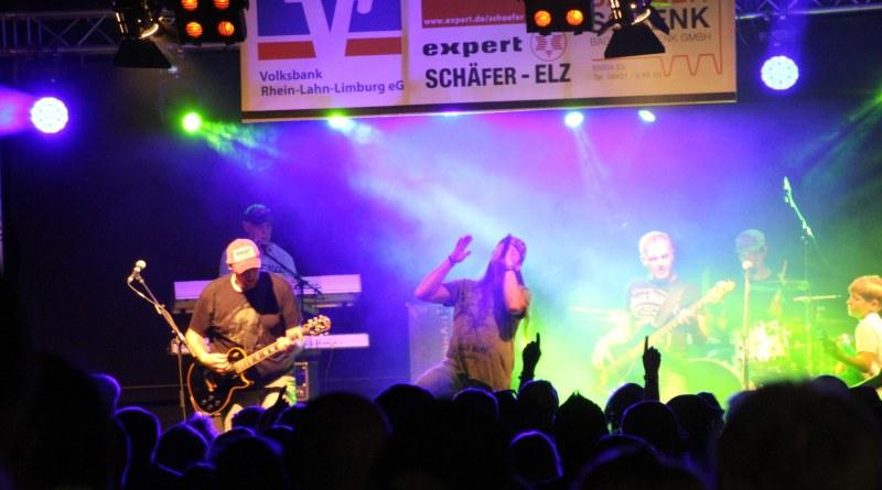 Die Band Inside Out war der Top Act des Abends beim Wutzkopp Festival 2019 in Elz.