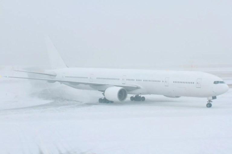 飛行機が欠航した時のチケット代金はどうなる?条件付きフライトとは?