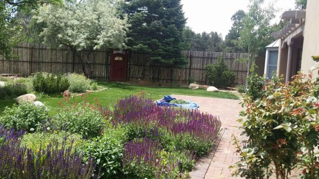 flower-bed-landscaping-services-rock-lawn-care-maintanence-albuquerque-rio-rancho