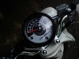speedometer model analog dengan eco indikator, mudah terbaca