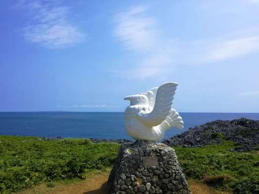 辺戸岬の石像鳥
