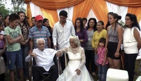 งานแต่ง เจ้าบ่าววัย 103 ปี เจ้าสาวอายุ 99 ปี
