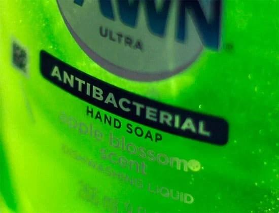 Triclosan là chất đã được sử dụng trong các sản phẩm diệt khuẩn hơn 40 năm qua.