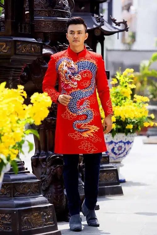 áo dài nam cách tân đỏ vẽ rồng tinh xảo