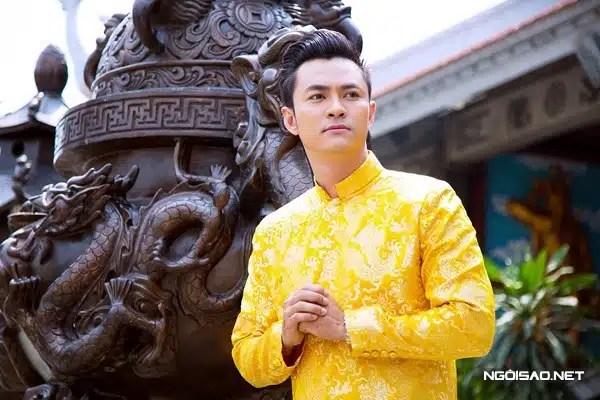 Áo dài nam gấm vàng rồng kiểu truyền thống