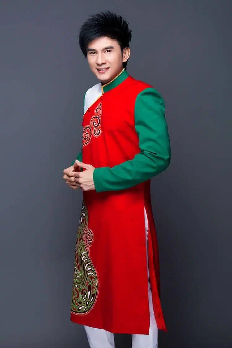 Áo dài nam đỏ phối màu sắc tươi trẻ