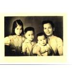 1956 với mẹ và 2 em trai