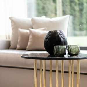 Guaxs Teelichthalter Yava Schwarz Tisch Vase Kissen Grau Schwarz