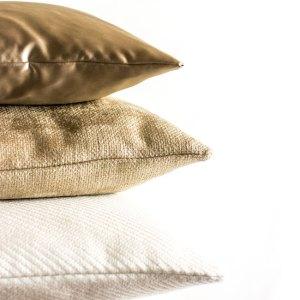 Gold Glanz Struktur Beige Weiß Kissen