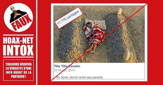 NON, L'enfant dormant entre deux tombes n'est ni syrien, ni orphelin.