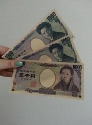 Japanisches Geld ist echt hübsch und man fühlt sich total schlecht es zu knicken >_<
