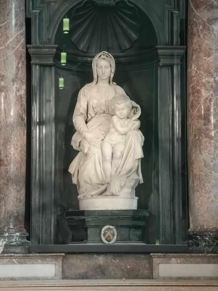 Michelangelos Madonna and Child statue