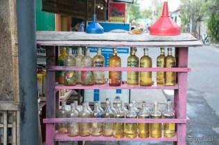 Бензин в шишета от водка - Кута, Бали