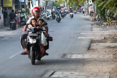 Деца на училище - Кута, Бали