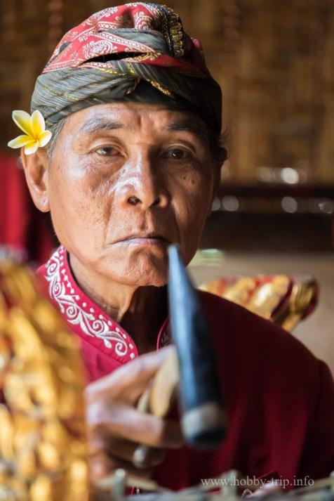 Портрет на индонезийски музикант, остров Бали