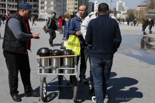 Продавач на чай на площад Таксим - Истанбул