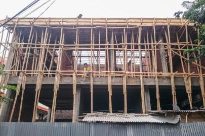 Скеле на къща в Кута, Бали - основния градивен елемент е бамбук