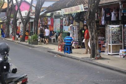Магазинчета за дрехи и сувенири - остров Бали