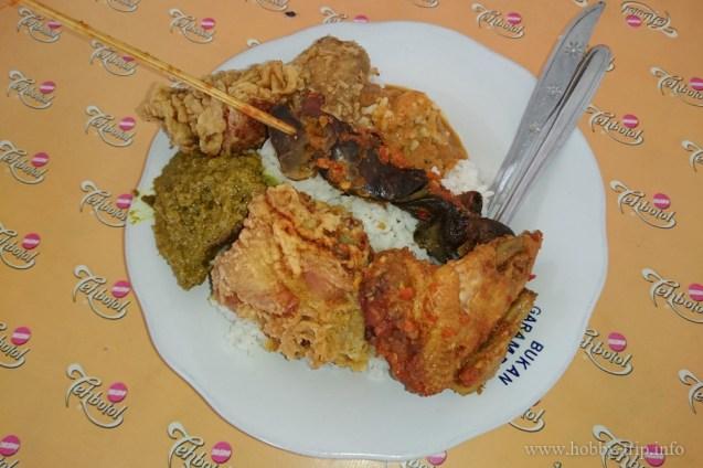 Вечеря навън в крайпътни заведия за хранене (warung) - Кута, Бали