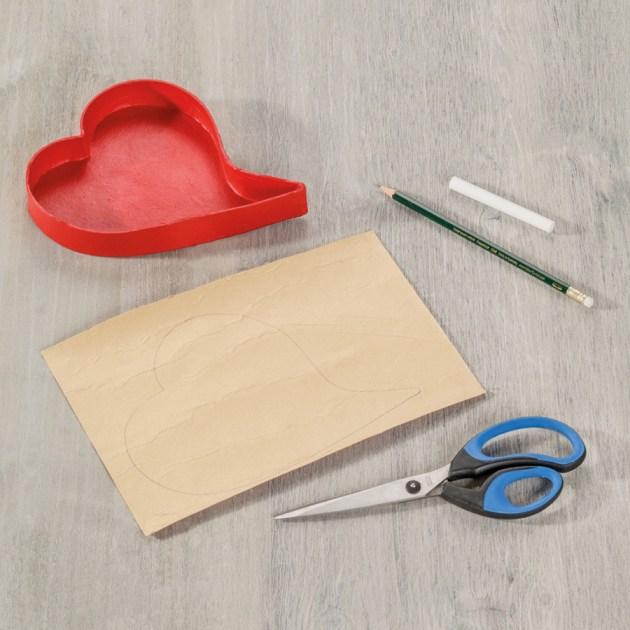 Herzbox mit rotem Tafelstoff