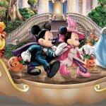 Disneys-Spook-tacular-Halloween-Themed-Pumpkin-Tabletop-Centerpiece-by-The-Bradford-Exchange-0-1